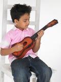 Menino com guitarra Fotos de Stock Royalty Free