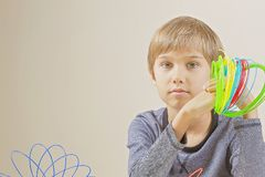Menino com os filamentos da pena 3d Foto de Stock Royalty Free