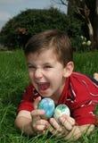 Menino com ovos 12 Imagens de Stock