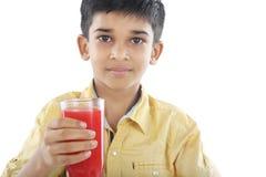 Menino com suco da melancia Fotografia de Stock
