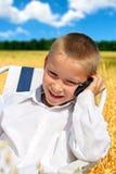 Menino com telefone móvel Imagens de Stock Royalty Free