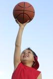 Menino com um basquetebol Imagens de Stock Royalty Free