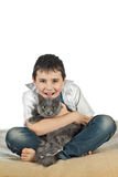 Menino com um gato em um background2 branco Foto de Stock Royalty Free