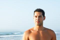 Menino considerável que anda no seashore Imagens de Stock Royalty Free