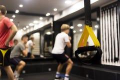 Menino contratado no gym imagem de stock royalty free