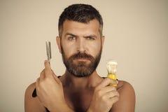 Menino da cara para a capa de revista Retrato da cara do homem no seu advertisnent Moderno sério no barbeiro, nova tecnologia fotos de stock