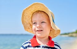 Menino da criança na praia imagens de stock royalty free