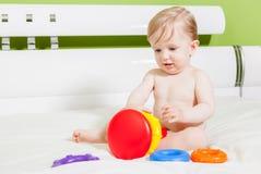 Menino da criança que joga com brinquedo colorido Fotografia de Stock Royalty Free