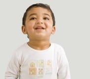 Menino da criança que joga sua cabeça para trás para um riso Foto de Stock Royalty Free