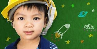 Menino da engenharia com desenhos animados da ciência espacial para a educação futurista Fotografia de Stock
