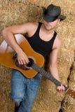 Menino da guitarra do país Fotos de Stock
