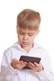 Menino da leitura com livro eletrônico. Isolado Fotos de Stock Royalty Free