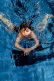 Menino da natação Fotografia de Stock