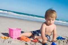 Menino da praia Foto de Stock