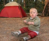 Menino de acampamento Imagens de Stock Royalty Free