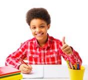 Menino de escola afro-americano que mostra o polegar acima Fotografia de Stock Royalty Free