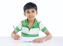Menino de escola indiano que levanta à câmera Fotografia de Stock Royalty Free