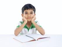 Menino de escola indiano que levanta à câmera Foto de Stock Royalty Free
