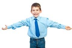Menino de riso com braços abertos fotos de stock royalty free