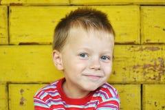 Menino de sorriso bonito Imagens de Stock