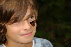 Menino de sorriso com borboleta Fotos de Stock