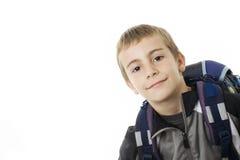 Menino de sorriso com um saco de escola. Imagens de Stock Royalty Free