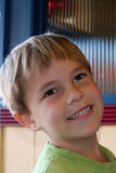 Menino de sorriso dos anos de idade 6 Fotografia de Stock