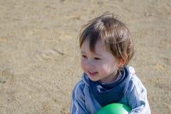 Menino de sorriso no campo de jogos Fotografia de Stock Royalty Free