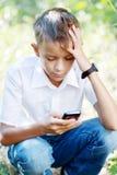 Menino dez anos com telefone celular Imagens de Stock Royalty Free