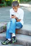 Menino dez anos com telemóvel Imagem de Stock Royalty Free