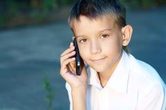 Menino dez anos com telemóvel Foto de Stock Royalty Free