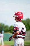 Menino do basebol da juventude até o bastão Fotos de Stock