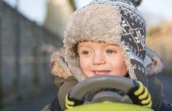 Menino do bebê de um ano que joga fora no inverno Foto de Stock Royalty Free