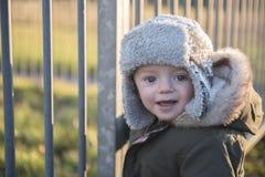 Menino do bebê de um ano que joga fora no inverno Fotografia de Stock Royalty Free