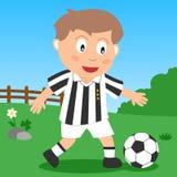 Menino do futebol no parque Fotografia de Stock