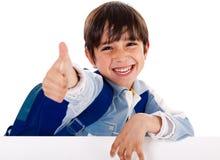 Menino do jardim de infância que mostra os polegares acima Foto de Stock