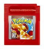 Menino do jogo de Pokémon Nintendo fotos de stock