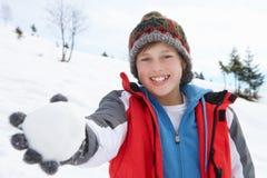 Menino do Pre-teen em férias do inverno fotografia de stock