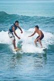 Menino do sênior e do Junior Surfer imagens de stock royalty free