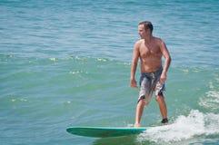Menino do surfista Foto de Stock Royalty Free