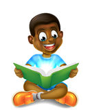 Menino dos desenhos animados que lê livro surpreendente Imagens de Stock