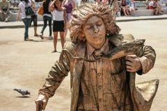 Menino dourado, executor da rua (mimicar) em Barcelona Imagem de Stock