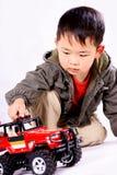 Menino e carro de controle remoto Fotografia de Stock Royalty Free