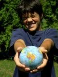 Menino e globo Fotos de Stock