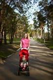 Menino e mamã de sorriso Imagens de Stock Royalty Free