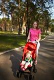 Menino e mamã de sorriso Imagem de Stock
