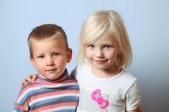 Menino e menina Fotografia de Stock Royalty Free