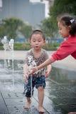 Menino e menina asiáticos Imagens de Stock Royalty Free