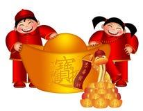 Menino e menina chineses com a barra de ouro grande com serpente Fotos de Stock Royalty Free
