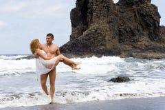 Menino e menina na praia Fotografia de Stock